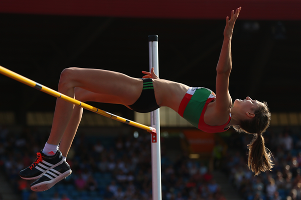 Isobel Pooley sets a national record of 1.97m to win the British high jump title (Getty Images)