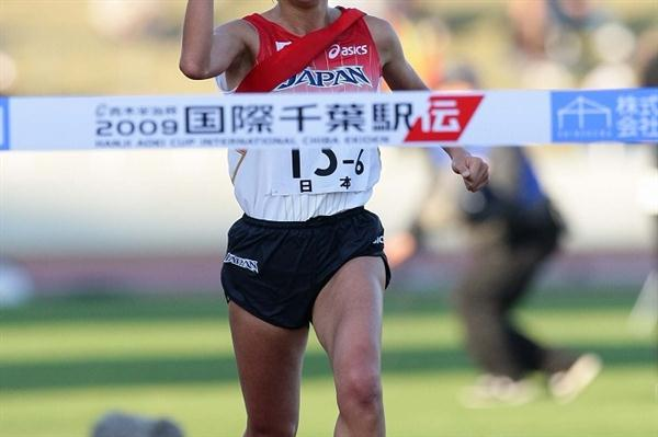 Yurika Nakamura seals the victory for Japan at the 1999 Chiba Ekiden (Yohei Kamiyama/Agence SHOT)