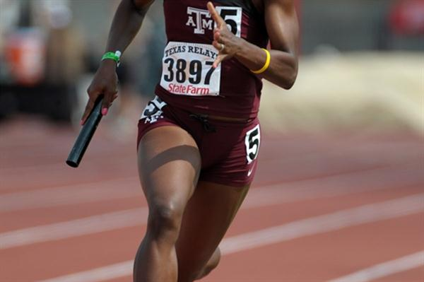 Jessica Beard anchors the Texas A&M 4x400 Relay with sub-50 run at the Texas Relays (Kirby Lee)