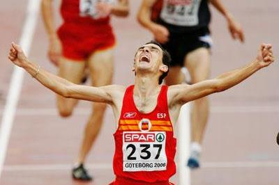 Jesus Espana celebrates his European 5000m title in Gothenburg (Getty Images)
