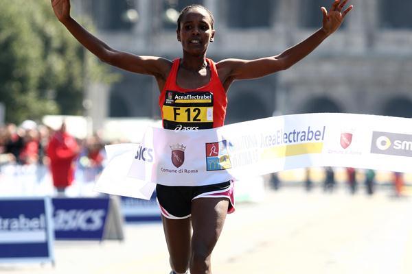 Firehiwot Dado wins the Rome Marathon with a 2:27:08 PB (Giancarlo Colombo)