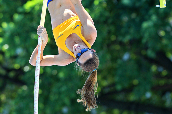Fabiana Murer on her way to winning the pole vault at the IAAF Diamond League meeting in New York (Victah Sailer)
