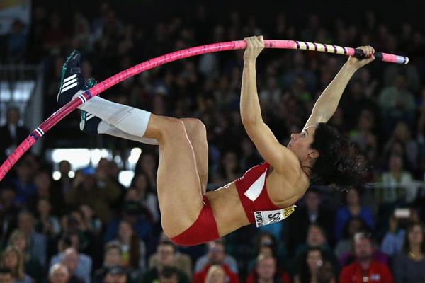 Jenn Suhr in the pole vault at the IAAF World Indoor Championships Portland 2016 (Getty Images)