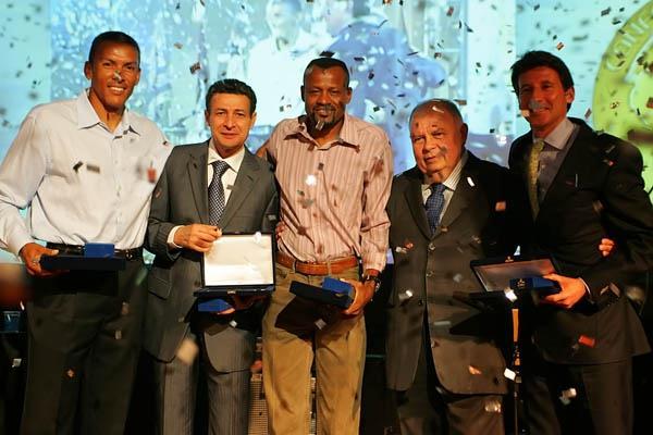 From left: Consudatle President Dr. Roberto Gesta de Melo, IAAF Vice President Sebastian Coe, Agberto Guimarães, Joaquim Cruz and José Luiz Barbosa in Belem (Bruno Miani/CBAt)