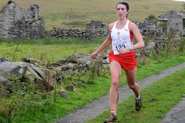 Lizzie Adams en route to her Commonwealth Mountain Race title in north Wales (CMUDC2011)