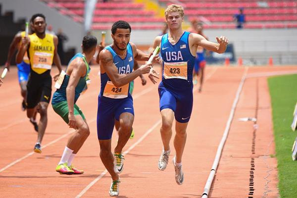 Matthew Boling hands to Matthew Moorer in the 4x400m at the Pan-American U20 Championships (Gil Brooks / Costa Rican Athletics Federation)