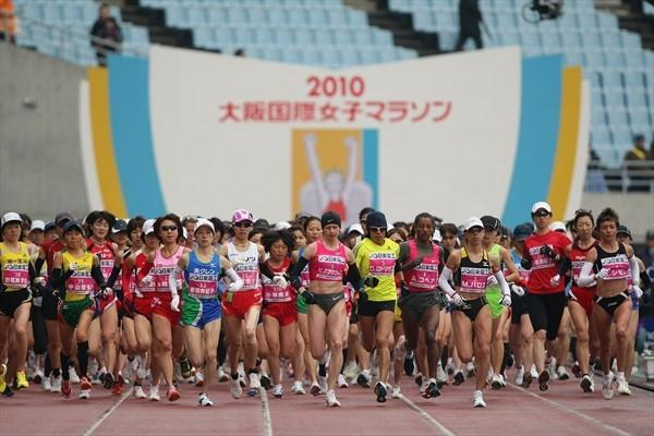 Start of the 2010 Osaka Ladies Marathon (Yohei Kamiyama/Agence SHOT)