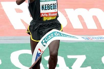 Tsegaye Kebede wins the 2008 Paris Marathon (AFP / Getty Images)