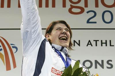 Assunta Legnante of Italy celebrates Shot Put gold in Birmingham (Getty Images)