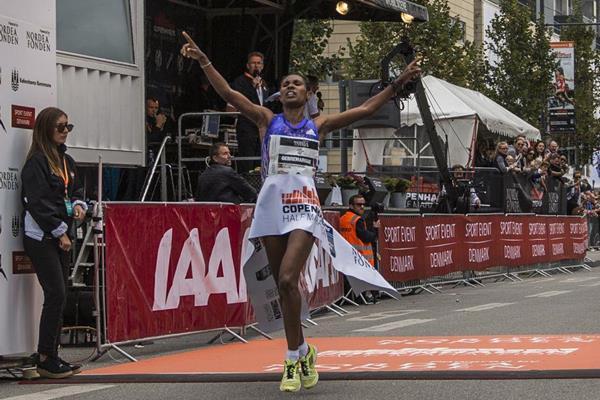 Hiwot Gebrekidan wins the 2016 Copenhagen Half Marathon (organisers)