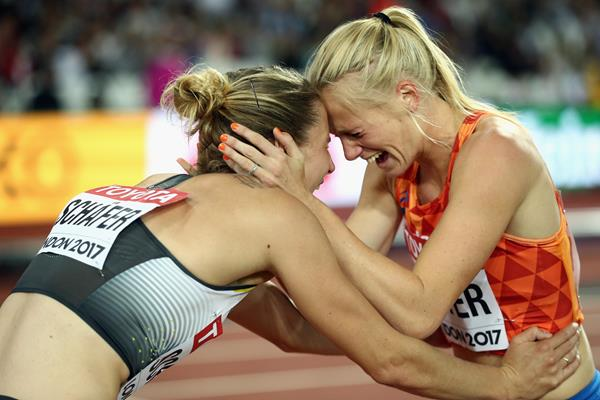 Carolin Schafer (l) and Anouk Vetter celebrate their heptathlon medals at the IAAF World Championships London 2017 (Getty Images)