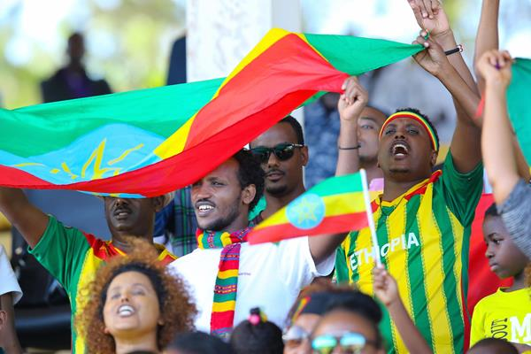 Ethiopian fans cheer at the IAAF World Cross Country Championships in Kampala (Roger Sedres)