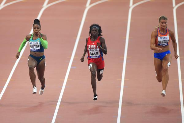 Rosangela Santos, Gina Bass and Dafne Schippers in the 100m heats in Doha (Getty Images)