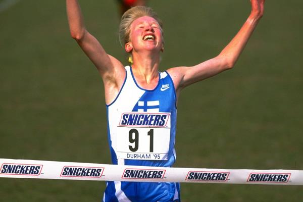 Annemari Sandell wins the U20 race at the 1995 World Cross Country Championships (Getty Images)