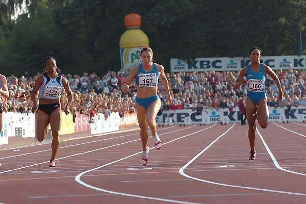 Kim Gevaert wins the 100m in Heusden (Nadia Verhoft)