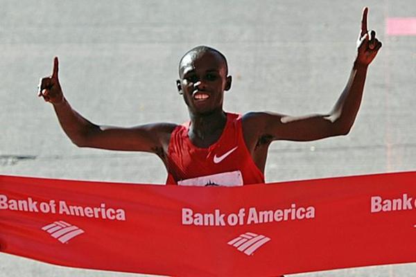Sammy Wanjiru defends his Chicago Marathon title (Getty Images)
