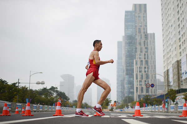 China's Wang Zhen on his way to winning the 20km race walk (AFP / Getty Images)