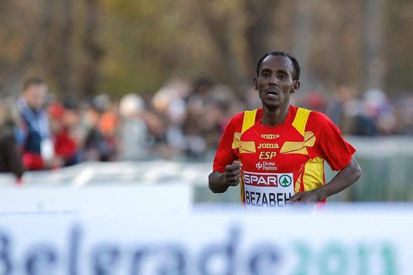 Alemayehu Bezabeh approached the finish line at the 2013 European Cross Country Championships (Getty Images)