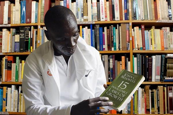 Eliud Kipchoge with one of his favourite books (NN Running Team)