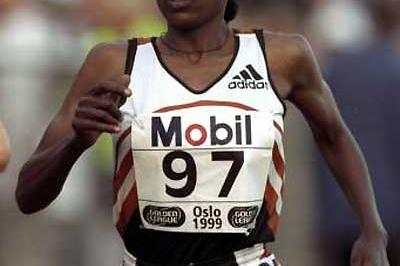 Gete Wami (ETH) running in the 1999 Oslo Golden League meeting (Getty Images)