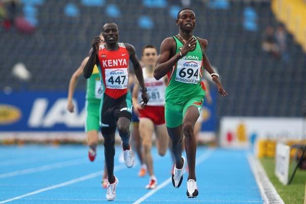 Abubaker Kaki of Sudan wins gold in the Men's 800m from Geoffrey Kibet of Kenya (Getty Images)
