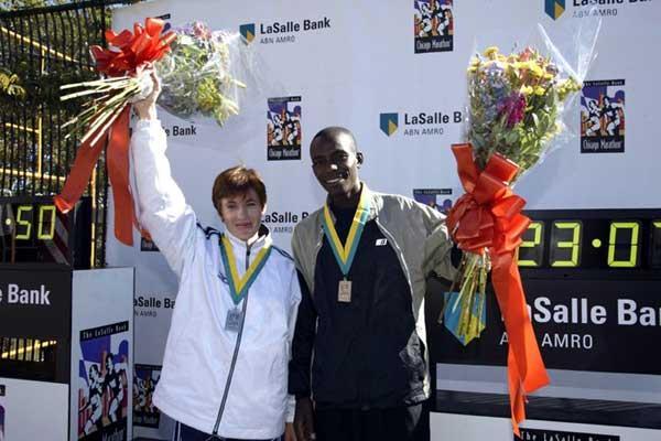 Svetlana Zakharova (RUS) & Evans Rutto (KEN) celebrate in Chicago (Victah Sailer)