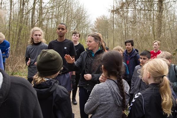 Students from the Aby Skole school in Aarhus, Denmark participate in a cross country workshop with three-time world cross country champion Lynn Jennings (Bob Ramsak)