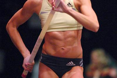 Jenn Stuczynski en route to her 4.70 PB in Reno (Kirby Lee)
