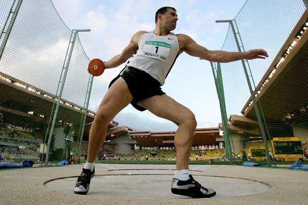 Virgilijus Alekna takes the men's Discus Throw at the World Athletics Final (Getty Images)