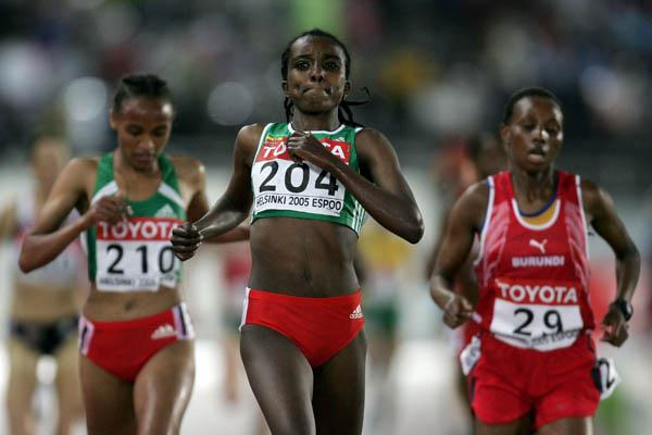 Tirunesh Dibaba of Eyhiopia wins heat one of the women's 5000m (Getty Images)