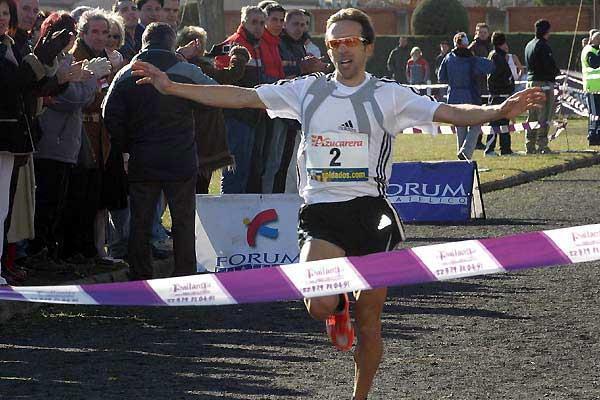 Alberto Garcia takes the men's race at the Cross de Venta de Baños (c)