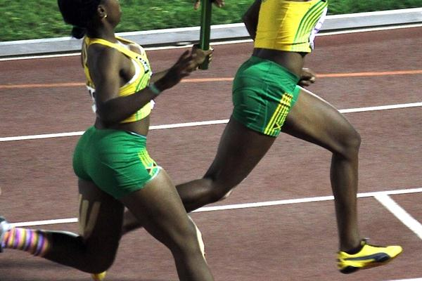 Jamaica en route to the girls CARIFTA U-17 4x100m Relay victory (Dean Greenaway)