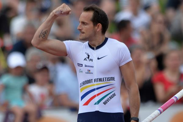 Renaud Lavillenie at the 2016 French Championships (Getty Images / AFP)
