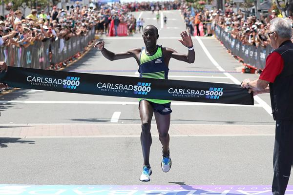 Edward Cheserek wins the Carlsbad 5000 (Victah Sailer)