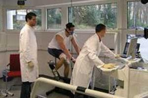 Oscar Pistorius - Max VO2 test on static bike - in Cologne (c)