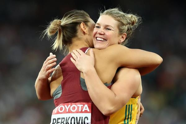 Discus medallists Sandra Perkovic and Dani Stevens at the IAAF World Championships London 2017 (Getty Images)