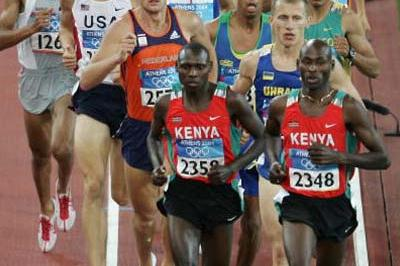 Bernard Lagat of Kenya leads the pack in the 1500m (Getty Images)