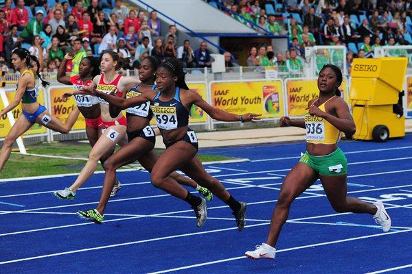 Jennifer Madu of the USA takes the World Youth 100m title in Lille (Getty Images)
