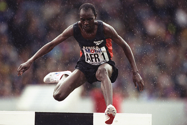 Moses Kiptanui on his way to winning the steeplechase at the 1994 IAAF World Cup in London (Getty Images)