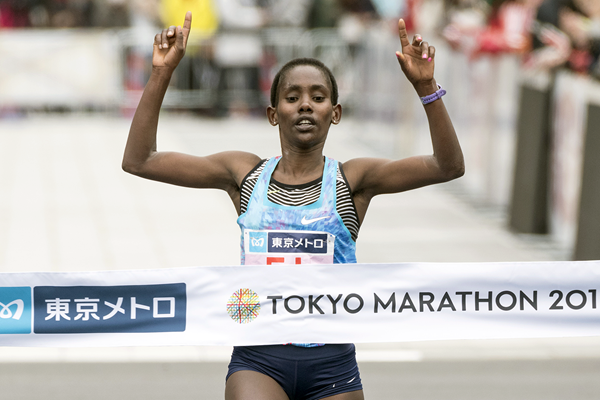 Ruti Aga crosses the finish line at the Tokyo Marathon (AFP / Getty Images)