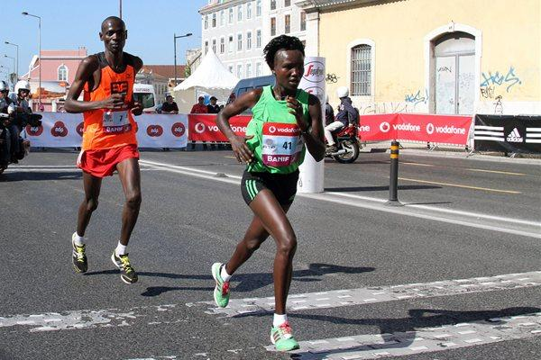 Mary Keitany on the way to a course record in Lisbon (Marcelino Almeida)