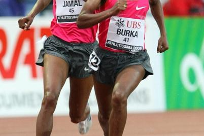 Gelete Burka (r) kicking away from Maryam Jamal in the Lausanne 1500m (Olivier Allenspach)