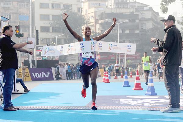 Amane Gobena wins the Mumbai Marathon (Organisers / Procam International)