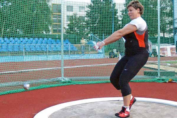 Kamila Skolimowska en route to her 74.73 Polish national record in Dubnica (Peter Jelinek)