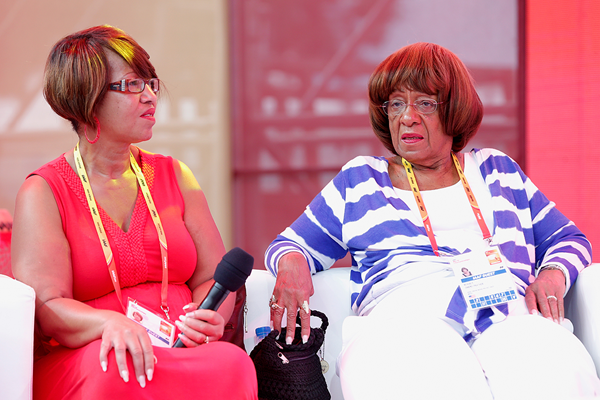 Jesse Owens' granddaughter and daughter at the IAAF World Championships Beijing 2015 (Getty Images)