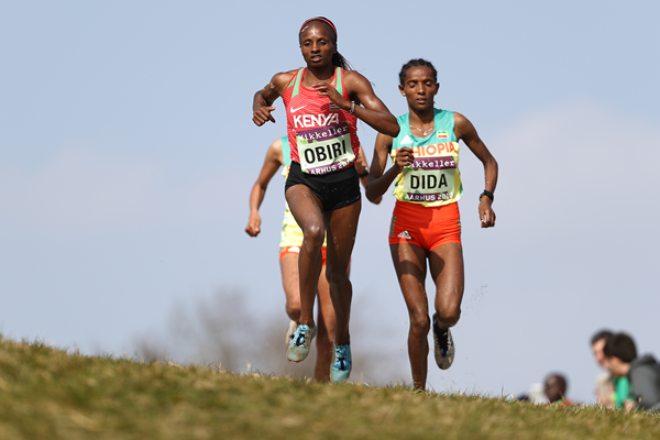 Hellen Obiri leads the senior women's race at the IAAF/Mikkeller World Cross Country Championships Aarhus 2019 (Getty Images)