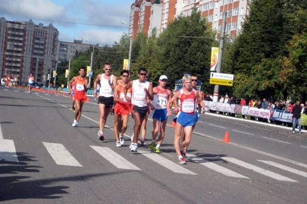 Men's leading pack in Saransk (Alla Glushchenko)