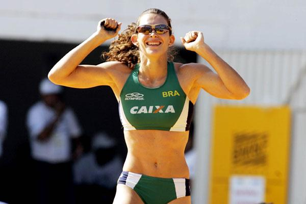 Fabiana Murer after winning the South American title (Wander Roberto de Oliveira/CBAt)