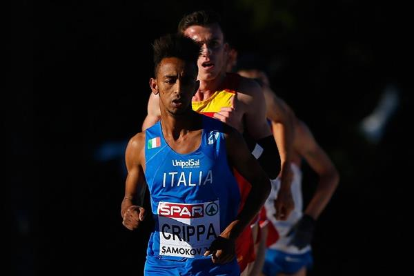 Yemaneberhan Crippa leading the 2014 SPAR European Cross Country Championshps junior men's race (Getty Images)