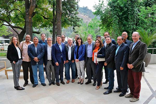 IAAF President Sebastian Coe with the CONSUDATLE council in Santiago (CONSUDATLE)
